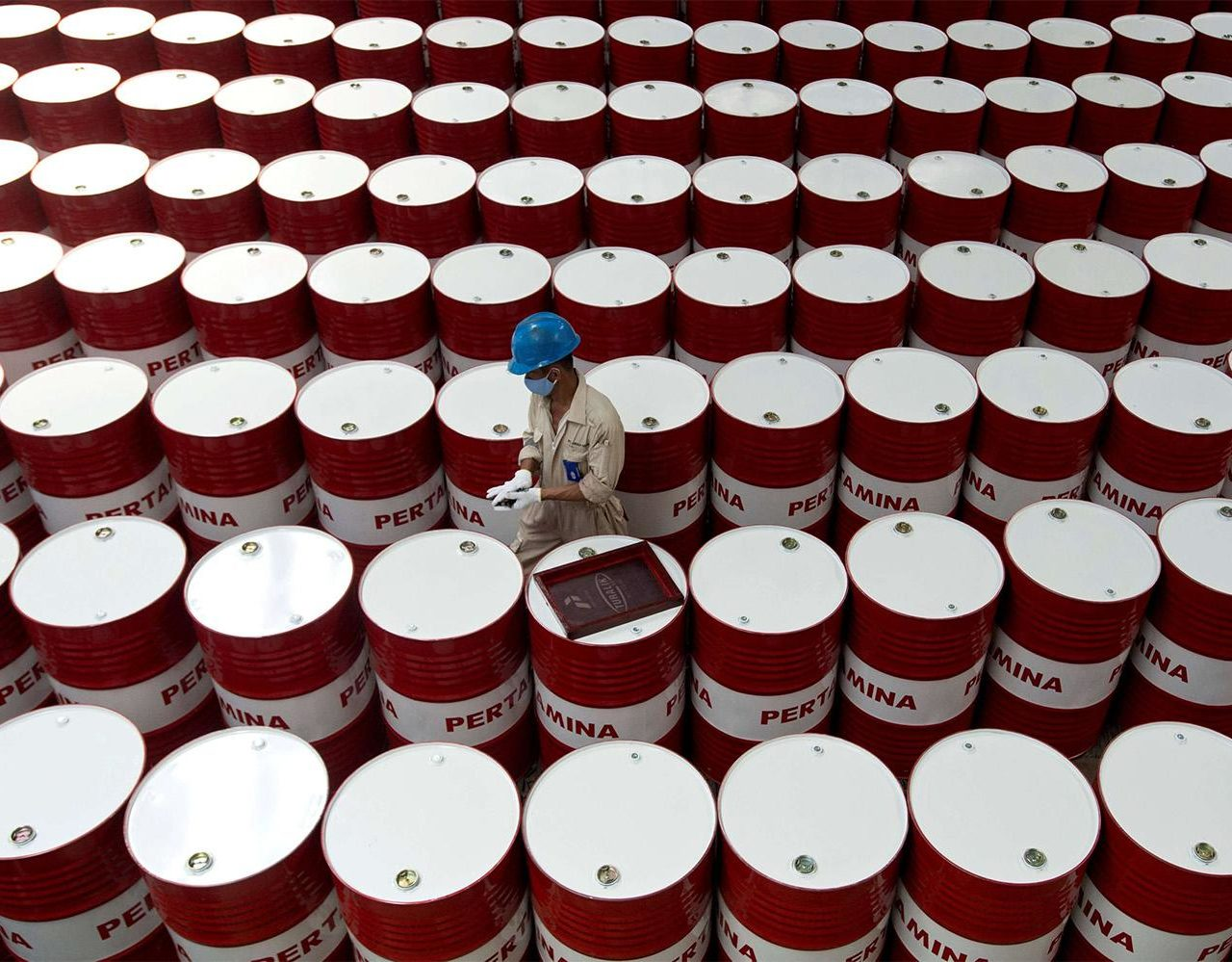 Breaking News: Oil Prices Crash as it Reaches 16 Cents/Barrel for the First time In History!