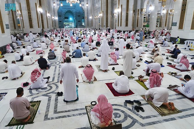 Worshippers performed the first Tarawih prayer at the Grand Mosque in Makkah. (SPA)